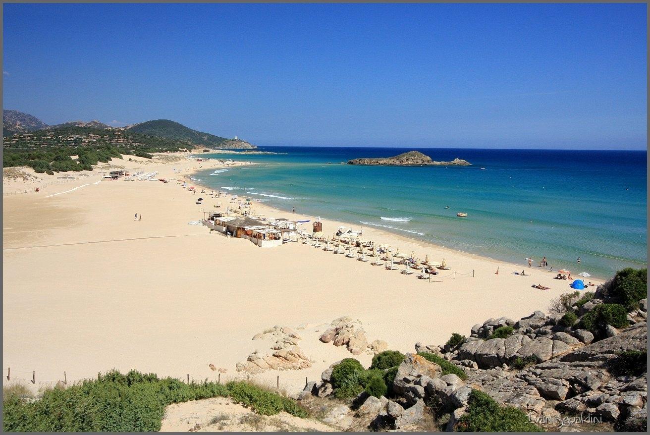 Spiaggia di su giudeu sardegna pleinair campeggi e for Chia sardegna