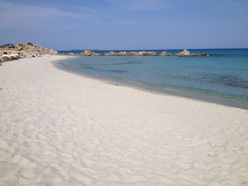 Spiaggia di sant 39 elmo sardegna pleinair campeggi e - Piscina rei village ...