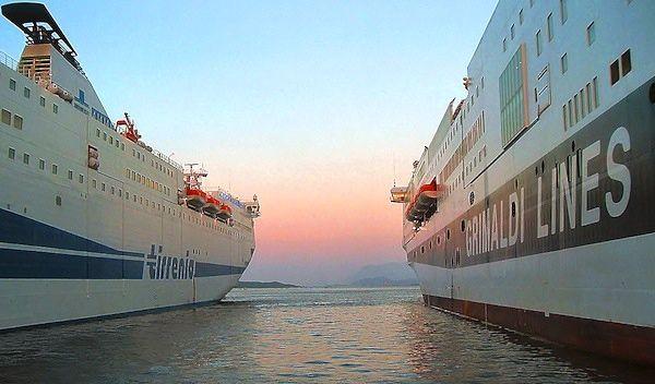 Porto Torres - traghetti al porto turistico