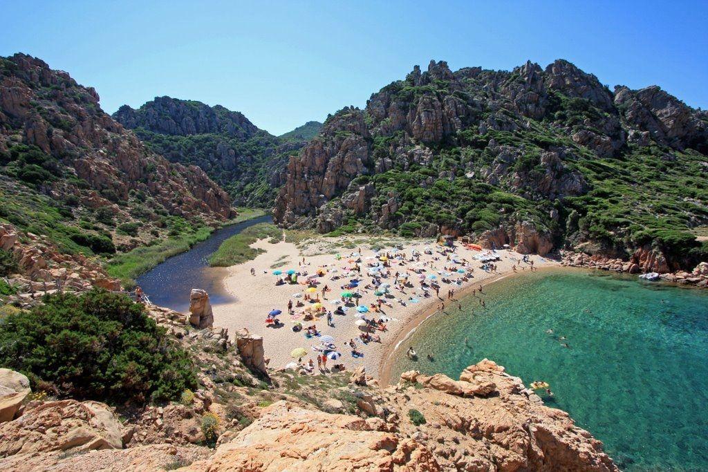 Spiaggia di Costa Paradiso Li Cossi